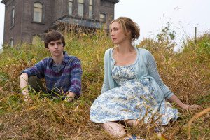Freddie Highmore and Vera Farmiga in Bates Motel (source: A&E)