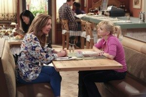 Alison Janney and Anna Faris in Mom (Source: CBS)