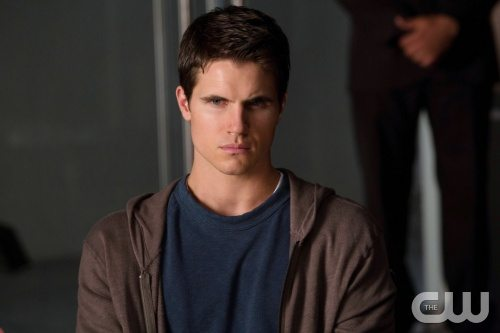 Robbie Amell (Source: The CW)